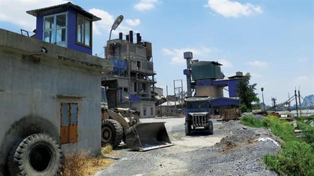 Nhà máy ximăng xóa sổ di sản: Kiên quyết phản đối