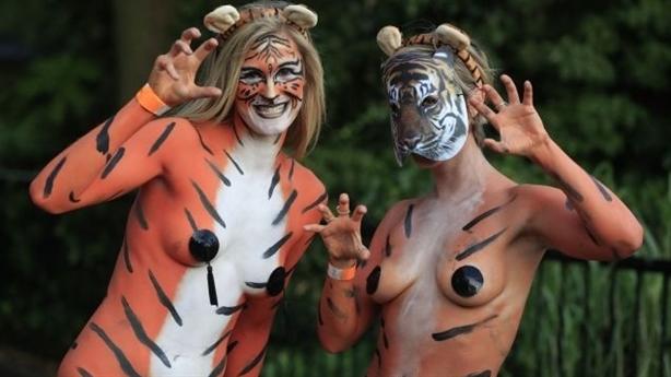 London rộn ràng lễ hội khỏa thân bảo vệ hổ