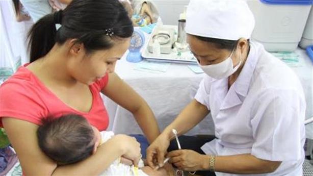 Tiêm vắc-xin đầy đủ,đúng lịch để phòng bệnh truyền nhiễm cho trẻ