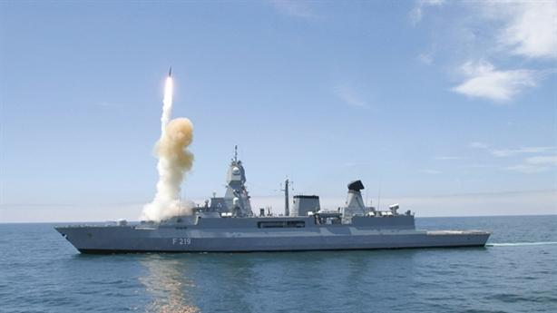 'Siêu hạm' Đức dùng toàn vũ khí Mỹ