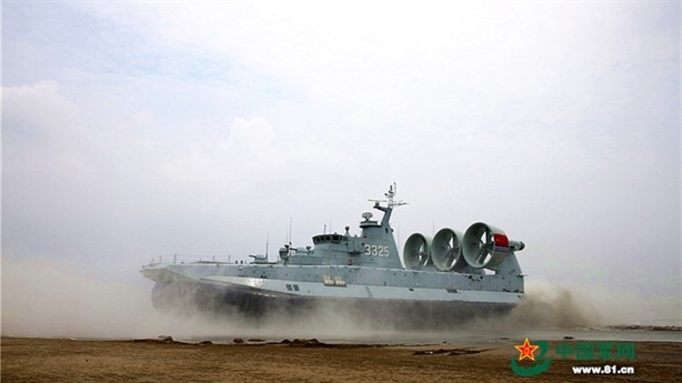 Trung Quốc ngang ngược khoe tàu đổ bộ Zubr ra Biển Đông