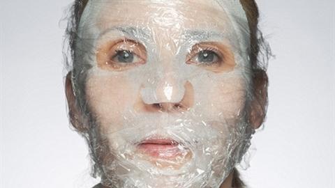 Trẻ hóa làn da bằng màng bọc thực phẩm