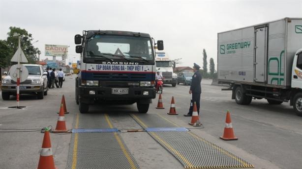 Quỹ đường bộ chi tiền cho lực lượng chống xe quá tải
