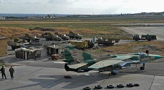 Bị F-22 Mỹ bám đuôi định bắn hạ, Su-24 không hề biết?