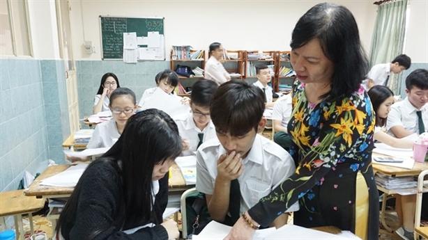 Gạt nước mắt hiệu trưởng, TPHCM vẫn cấm dạy thêm