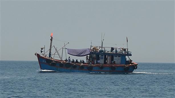 Tàu đổ chất thải rắn xuống biển: Ngư dân nghi từ Formosa