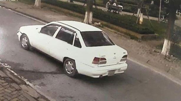 Dân mạng sôi sục tìm ôtô đâm bé gái rồi bỏ chạy