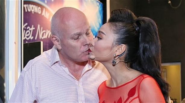 Thu Minh hạnh phúc bên chồng sau bão scandal