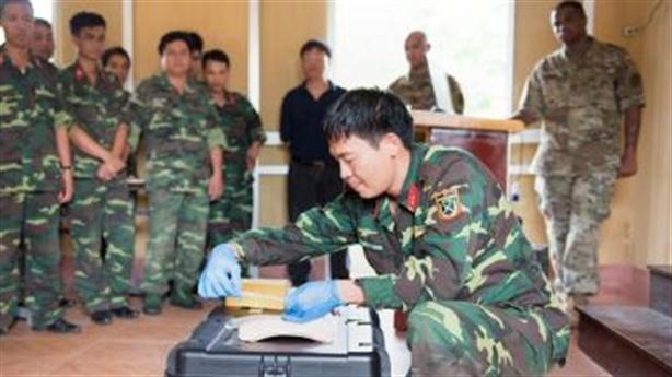 Mỹ-Việt hợp tác rà phá bom mìn