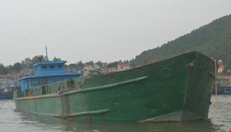 Tạm giữ tàu đổ chất thải từ cảng Nghi Sơn ra biển