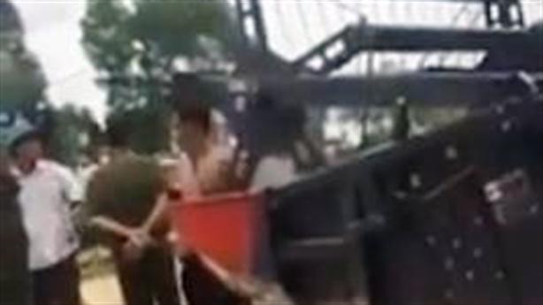 Phó chủ tịch thị trấn chặn máy gặt ngoại tỉnh: Vì dân?