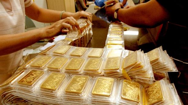Người dân Việt ''bó tay'' trước vàng kém chất lượng trôi nổi