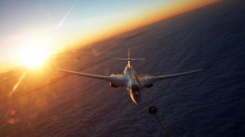 Clip Tu-160 vừa bay 600 km/h vừa tiếp nhiên liệu ngoạn mục
