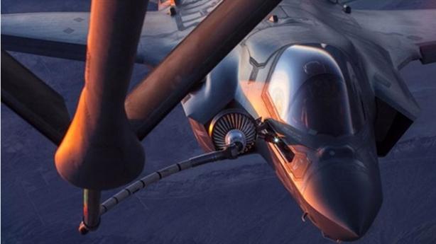 Lợi thế cần tiếp dầu trên máy bay Nga-Mỹ