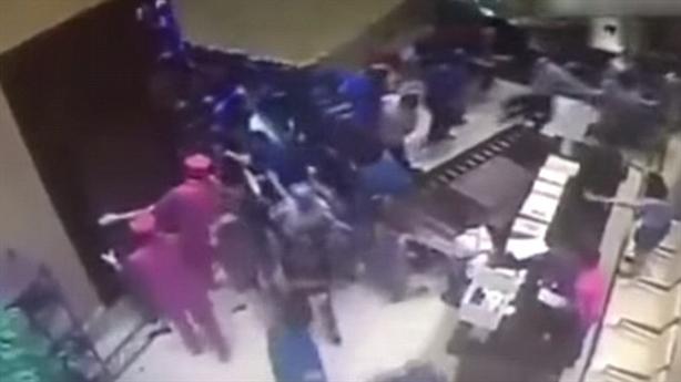Người Trung Quốc giẫm đạp lên nhau để mua nhà