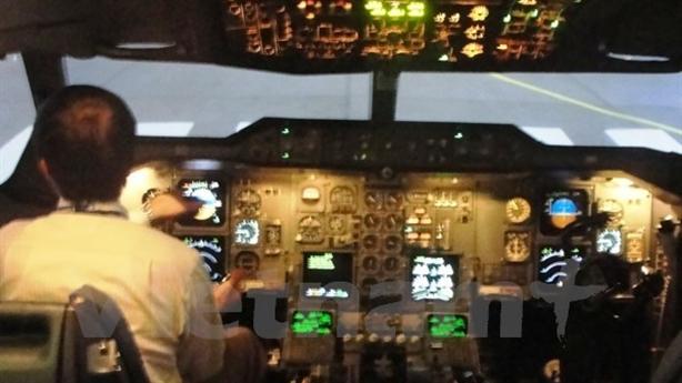 Chiếu laser vào máy bay: Không có động cơ khủng bố