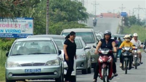 Thứ trưởng đi làm bằng taxi: Đừng lo chuyện lái xe công