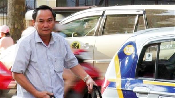 Thứ trưởng Bộ Tài chính: ''Từ nay, tôi đi làm bằng taxi''