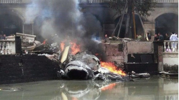 Tiêm kích J-10 Trung Quốc bị…chim tấn công, phát nổ