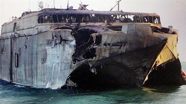 Tàu cao tốc Mỹ đứng vững trước đầu đạn 165kg