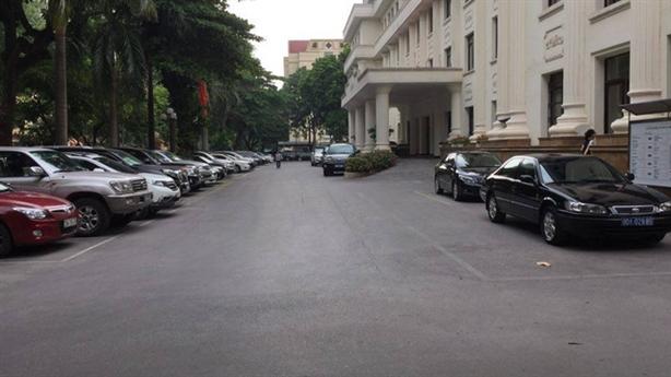 Thừa 57 xe, Bộ Công thương xin 19 xe mới:Tiêu tiền thuế...