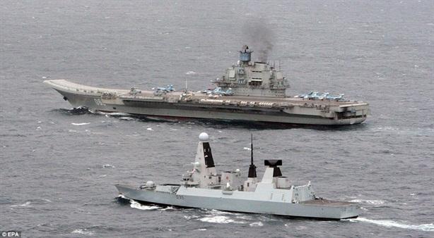 Anh lo tàu chết máy khi bám đuôi tàu sân bay Kuznetsov