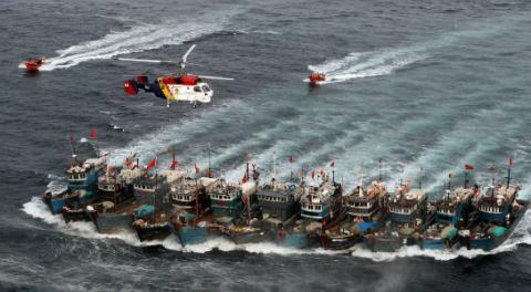 Lần đầu Hàn Quốc nổ súng bắt tàu cá Trung Quốc