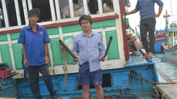 Ngư dân Lý Sơn tố bị tàu nước ngoài đánh cướp