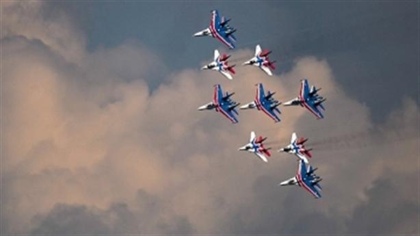 Tiêm kích Nga nhào lộn trên bầu trời Trung Quốc