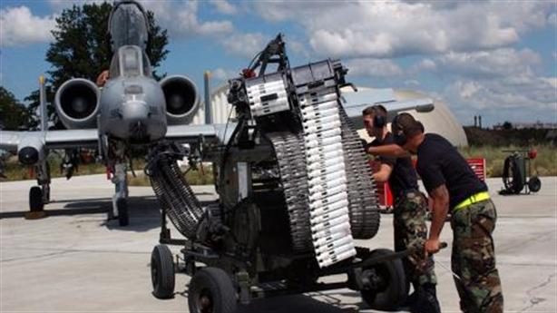 Cường kích A-10 rơi gần hết bom khi diễn tập