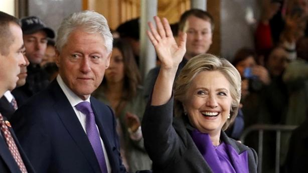 Hillary tỏ bản lĩnh người thua cuộc, Trump đổi tính