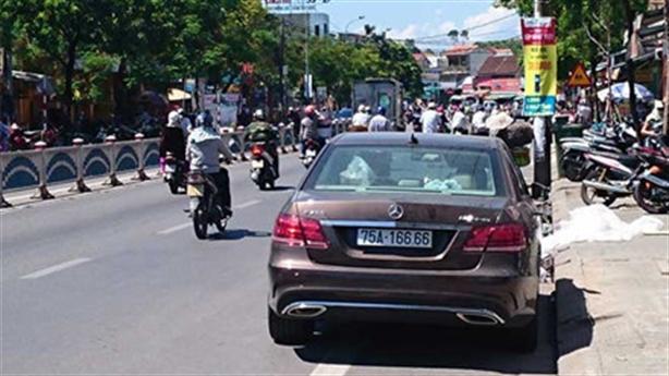Kiểm tra xe ôtô biển khủng ở Huế: Đại gia nào lo?
