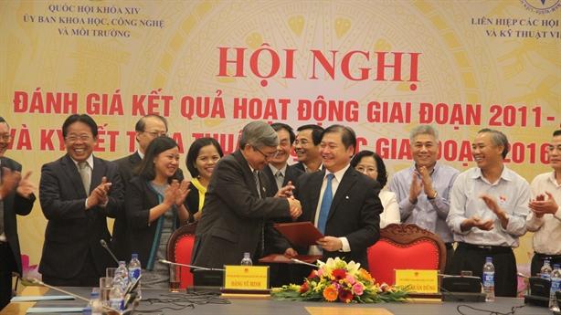 LHH và Ủy ban KH-CN-MT ký thỏa thuận hợp tác