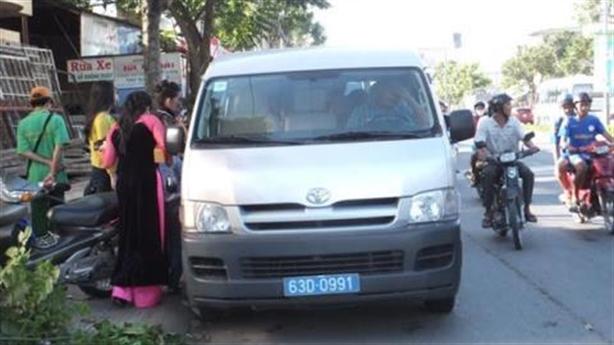 Công an cho dân mượn xe rước dâu: Hợp tình thì làm