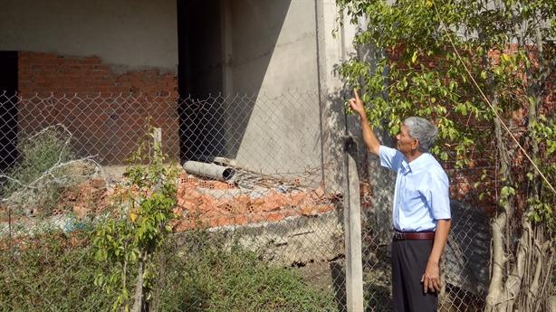 Long An: Sập tường, lấn đất vẫn được phép thi công