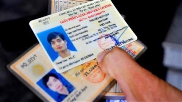 Buộc dân đổi giấy phép lái xe còn hạn: Thông tin ngược