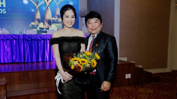 Dương Cẩm Lynh quyến rũ trong họp báo Ngôi Sao Xanh 2016