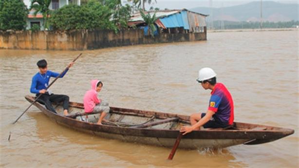 Vùng ven Đà Nẵng ngập trong lũ: Bí thư hành động nóng