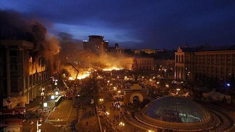 Mỹ đã đạo diễn 2 kịch bản Maidan Ukraine như thế nào?
