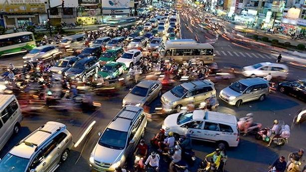 TP.HCM thu phí ô tô vào nội đô: Phí chồng phí?