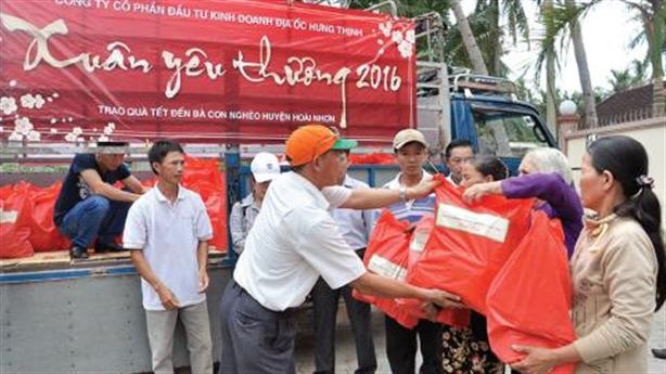Hưng Thịnh tặng 3 triệu cuốn vở cho học sinh vùng lũ