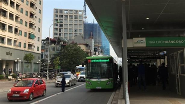 Buýt nhanh nhanh hơn 5 phút: 'Cấm đường là phí lý'