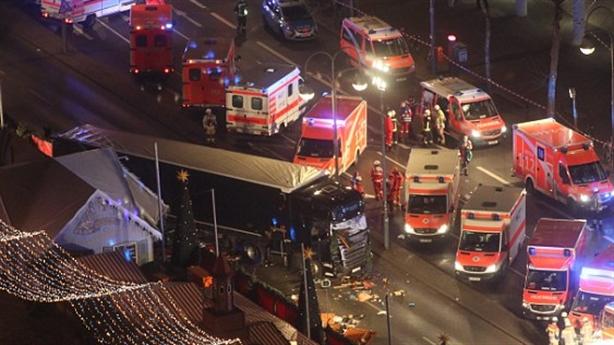 Clip: Khoảnh khắc xe tải thảm sát 12 người ở Đức