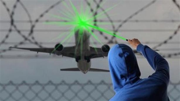 Sân bay Nội Bài: Máy bay tiếp tục bị chiếu laser
