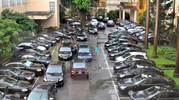 TP.HCM muốn mua xe công cho xã: Phục vụ ai?