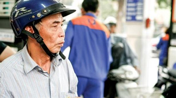 Xăng gánh 8.000đ thuế môi trường để...chống buôn lậu: Nga-Hàn không thế!