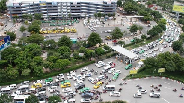 2.600 tỷ làm đường trên cao vào Tân Sơn Nhất: Vội thế?