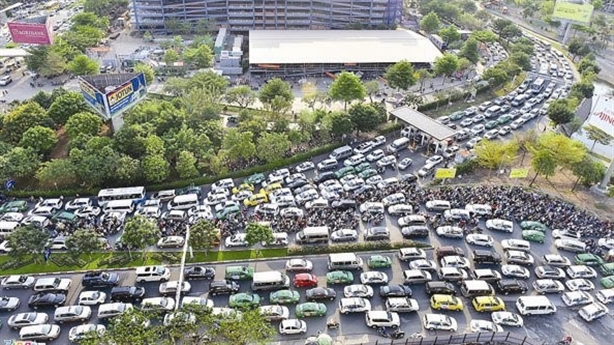 Ùn tắc sân bay Tân Sơn Nhất: Hãy nhìn vào thực tế...