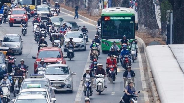 Xử nghiêm hành vi cản trở BRT: Xe biển xanh, đỏ... sợ?