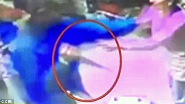 Rúng động nhân viên cảnh sát đâm vợ bụng bầu đến chết